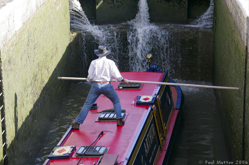 http://photos.jibble.org/Places/England/Bradford-on-Avon/Bradford-on-Avon%20At%20Easter/Barge_Pole_At_Bradford_on_von_Lock_Gates_A8V9293.jpg